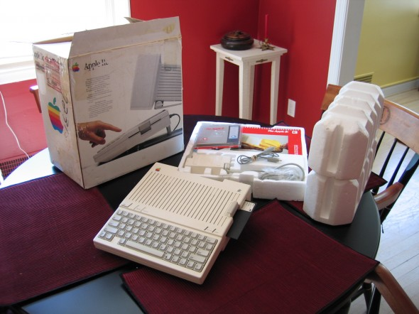 Apple_IIc_out_of_box