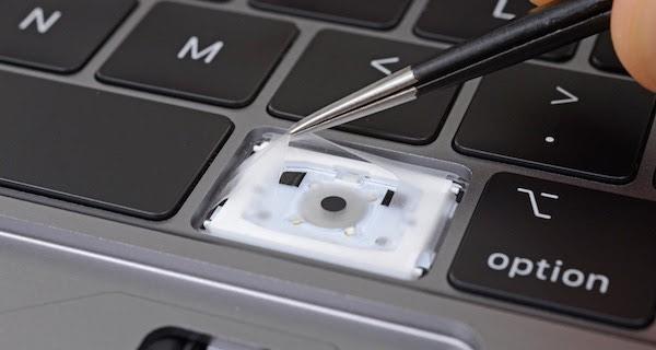 Námitky Applu neprošly. Soudní spor zákazníků ohledně klávesnic s motýlkovým mechanismem pokračuje
