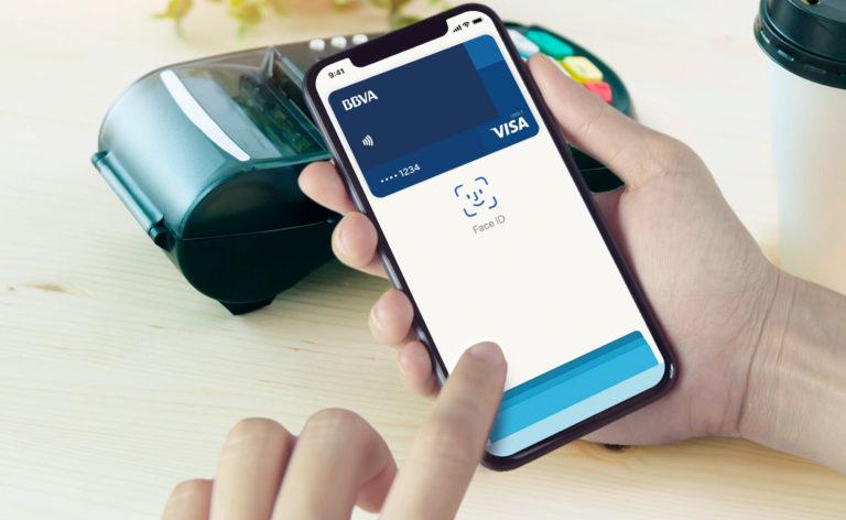 Banky tlačí na společnost Visa, aby snížila poplatky za Apple Pay