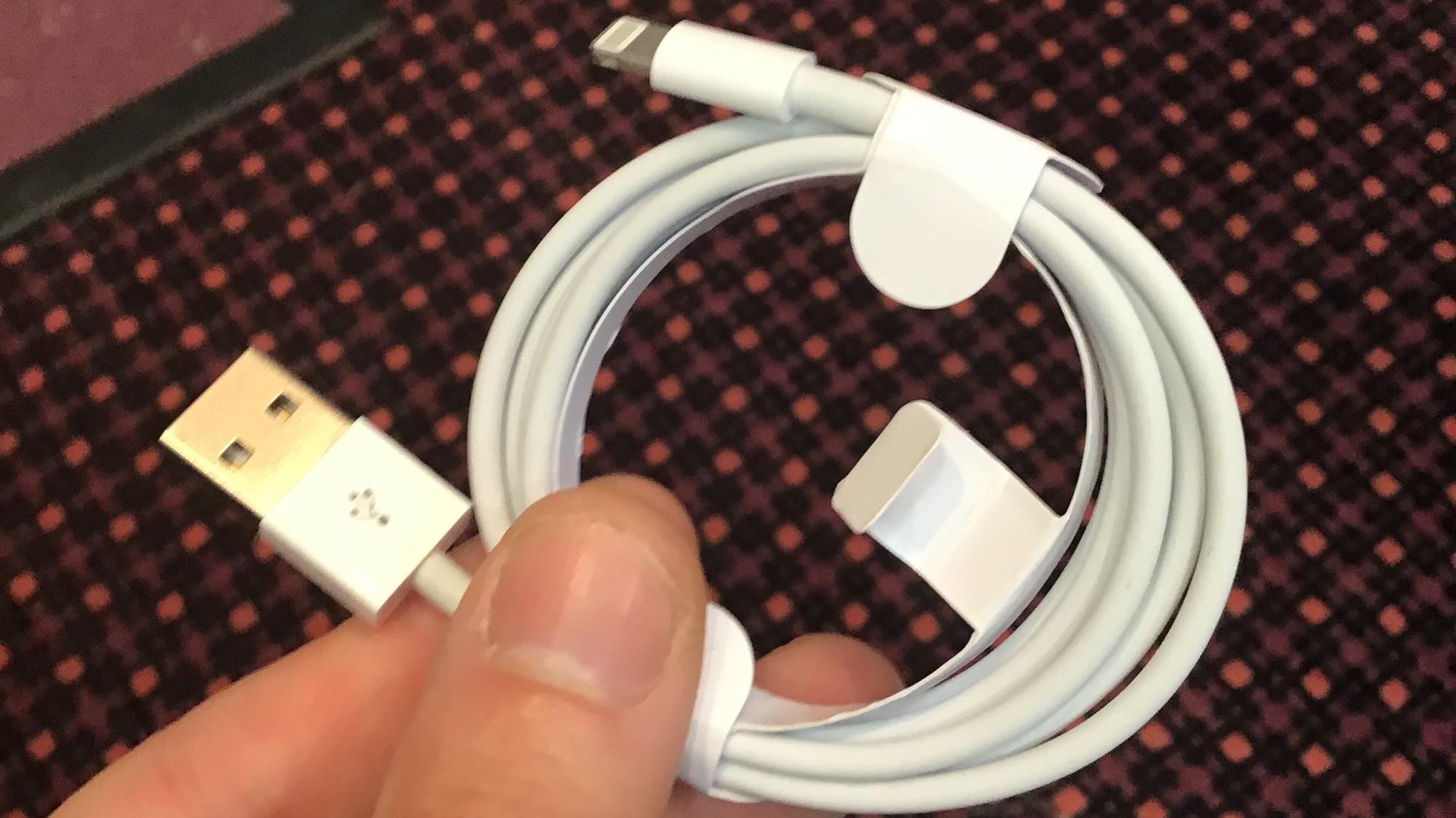Falešný Lightning kabel je k nerozeznání od pravého