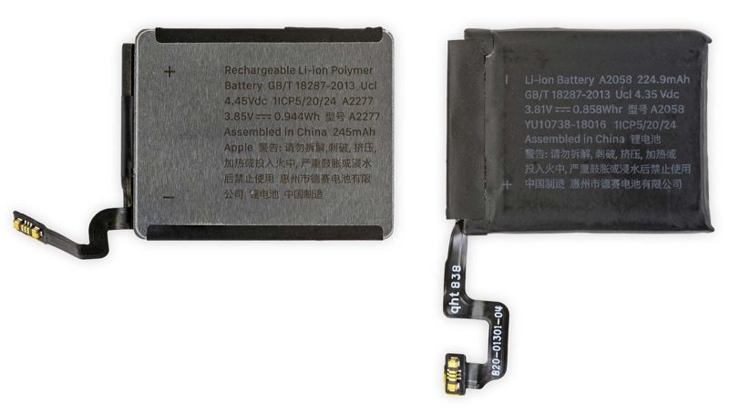 Vlevo nobá baterie Apple Watch Series 5 40 mm model, vpravo Series 4