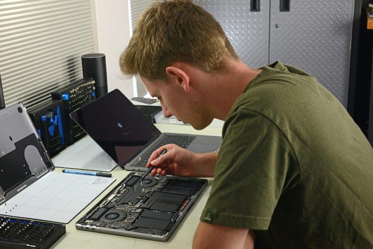 Apple dále aktivně lobuje proti zákonu, který by legalizoval neautorizované opravy zařízení