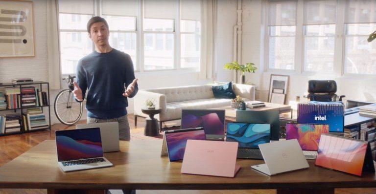 Pan Mac přesvědčuje lidi ke koupi PC s Intelem. Herec Justin Long změnil tým