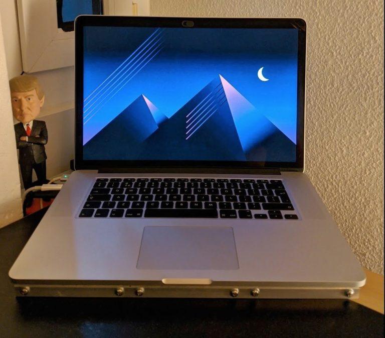 """Uživatel MacBooku Pro 15"""" s Intel procesorem si vyrobil vlastní vodní chlazení. Počítač citelně zrychlil"""