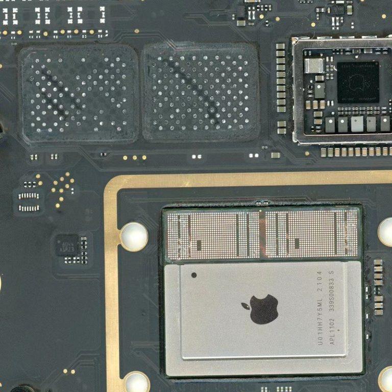 Paměť RAM a SSD lze technicky vzato u počítačů Mac s M1 procesory upgradovat. Prakticky to asi nezvládnete