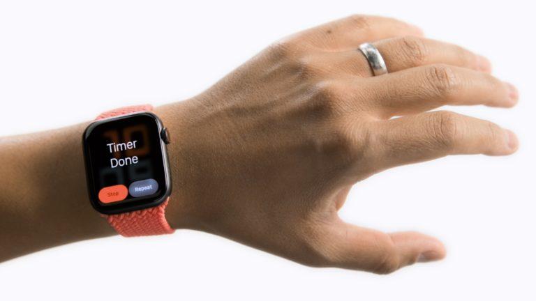 Brzy budete schopní ovládat své Apple Watch pomocí gest. Apple pracuje na nových funkcích zpřístupnění