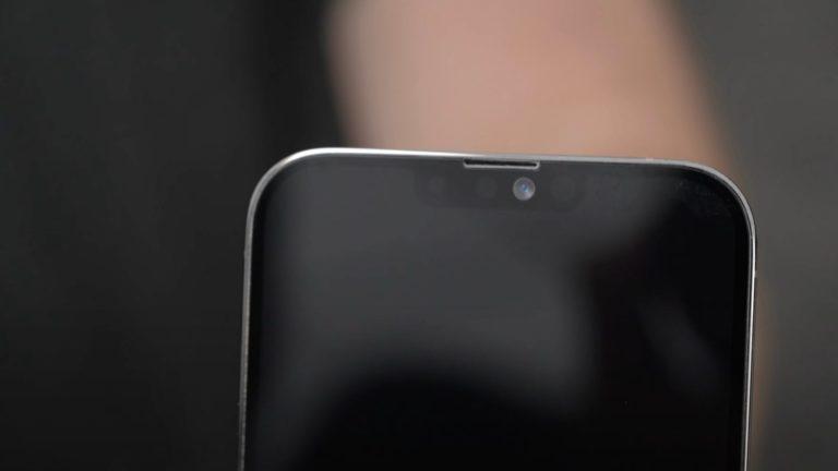 Makety iPhone 13 Pro Max naznačují menší výřez a přesunutý reproduktor