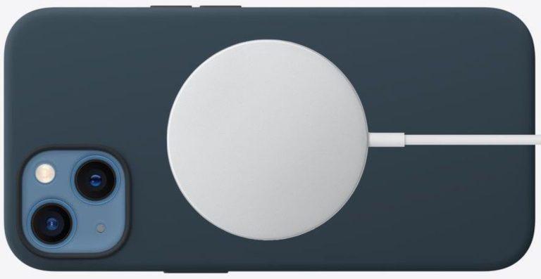 iPhone 13 mini má stále omezení na 12 W pro bezdrátové nabíjení